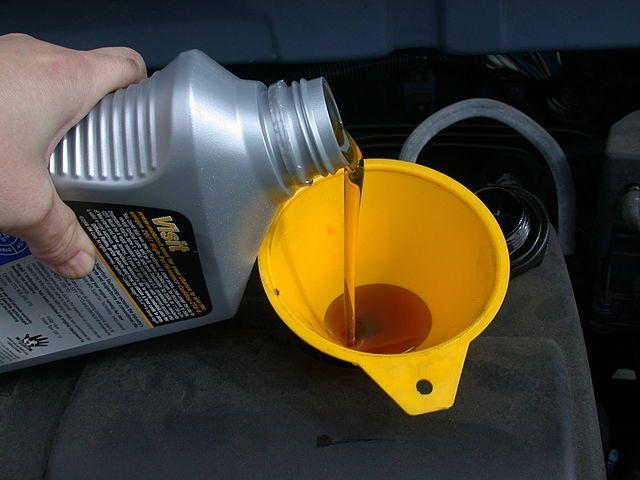 Какие моторные масла можно смешивать: разных производителей и типов