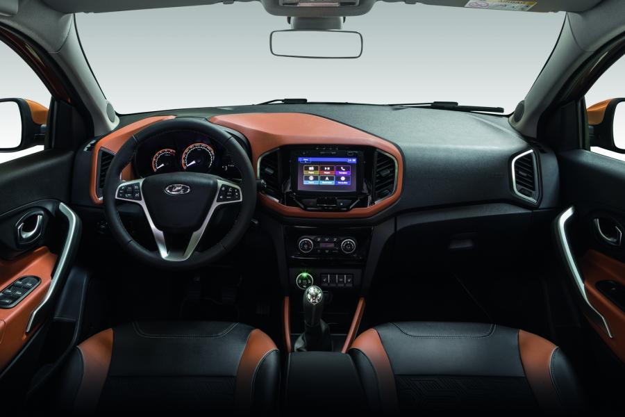 Фото Lada Xray Cross - руль и интерьер салона авто