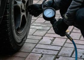 Какое давление в шинах должно быть в автомобиле, таблица по маркам