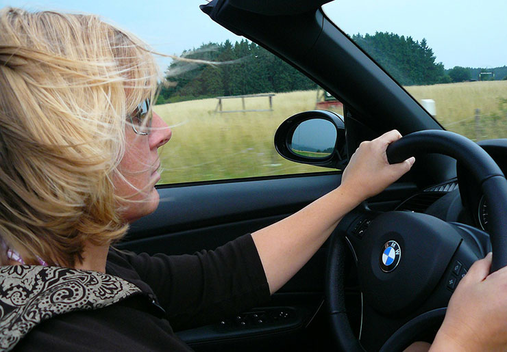 Правильная посадка за рулем автомобиля, настройки