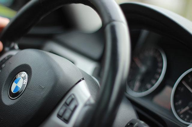 Как правильно садиться за руль автомобиля